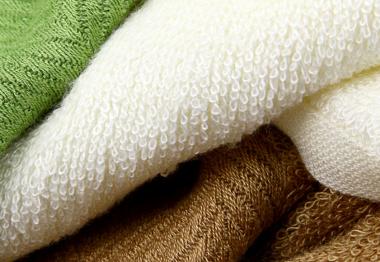 Avec la serviette éponge, absorbez toute l'attention !